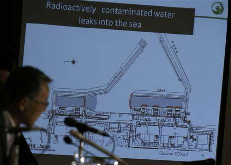 El presidente de la autoridad de regulación nuclear de Japón, Shunichi Tanaka, durante una conferencia de prensa en Tokio, sep 2 2013. Un equipo de trabajadores halló una nueva zona de alta radiación cerca de los tanques usados para almacenar agua contaminada de la planta nuclear de Fukushima en Japón, que resultó dañada por un terremoto y posterior tsunami hace más de dos años, dijo el lunes su operador Tokyo Electric Power Co.