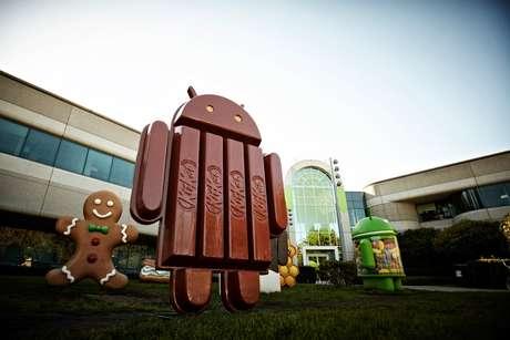 Puchai publicou no Twitter e no Facebook foto do mascote do Android 4.4 em formato de KitKat