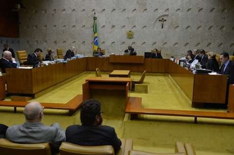 <p>Ministros do STF durante s&eacute;tima exclusiva para julgamento dos embargos de declara&ccedil;&atilde;o</p>