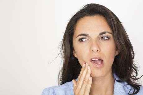 El dolor de dientes puede el estar asociado al desgaste del esmalte