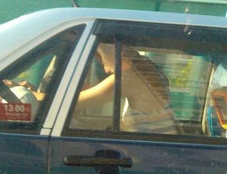 <p>El taxi fue detenido por la policía.</p>