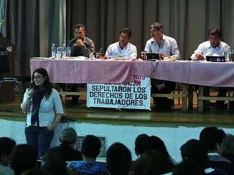 Los asistentes del Primer Encuentro Nacional Magisterial demandaron diálogo con el Presidente Enrique Peña Nieto.