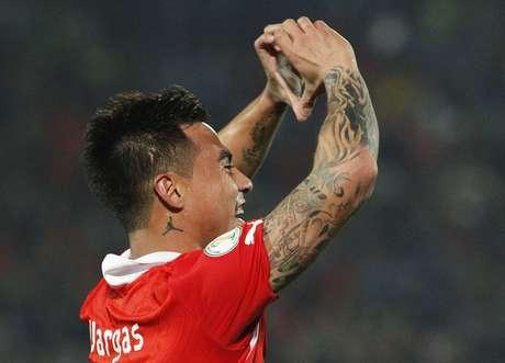 <p>Gremista Vargas fez um dos gols após receber excelente passe do palmeirense Valdivia</p>