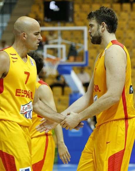 <p>Los jugadores de España Marc Gasol y Xavier Rey.</p>