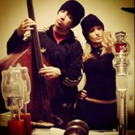 No domingo pela manhã, Claudia postou foto em que aparece ao lado do músico