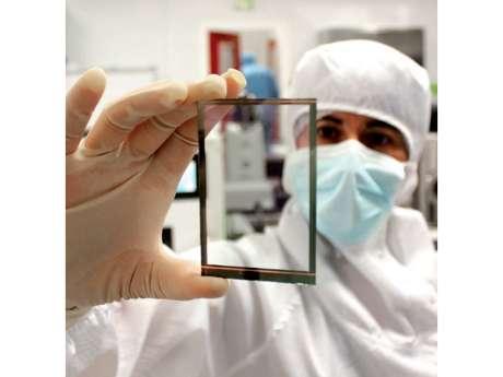 Tecnologia recarrega celular o tempo todo com sol ou lâmpada