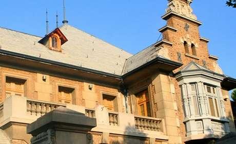 O Palácio Heiremans foi usado como centro de operações de inteligência do governo Pinochet, mas hoje abriga museu que leva o nome do presidente deposto pelos militares