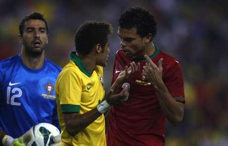 <p>Neymar discute com Pepe; brasileiro mais uma vez foi caçado em campo</p>
