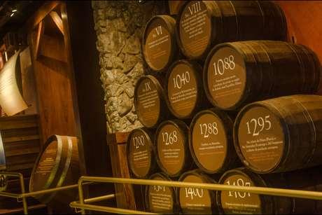 Visitantes podem conhecer museu e linha de produção da cervejaria