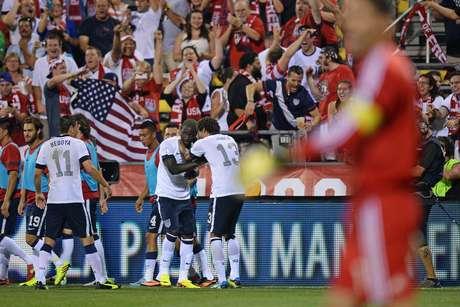 <p>Seleção americana se garantiu na Copa e deixou México em situação bastante complicada</p>