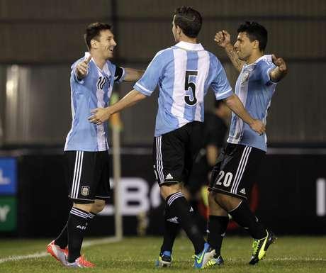 <p>Messi fez dois gols, ambos de pênalti, na goleada argentina sobre o Paraguai</p>