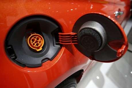 <p>Tanque de combust&iacute;vel &eacute; trocado por &quot;tomada&quot; no Fiat 500e</p>