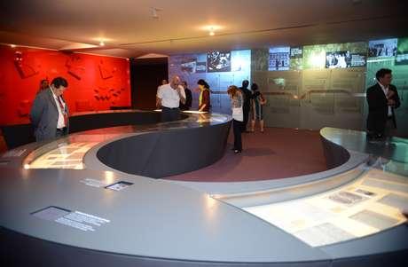 Exposição conduz o visitante aos principais episódios da história política do Brasil, tendo Tancredo Neves como fio condutor