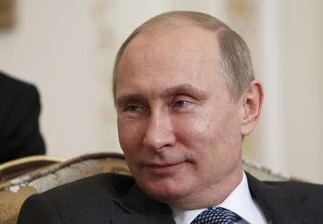 Presidente da Rússia, Vladimir Putin, durante reunião com príncipe de Abu Dhabi, Xeique Mohammed bin Zayed al-Nahyan, na residência oficial de Novo-Ogaryovo, nos arredores de Moscou. Putin fez um alerta na quarta-feira contra um ataque militar dos Estados Unidos à Síria, dizendo que tal ação arrisca expandir o conflito para além do país do Oriente Médio e resultar em ataques terroristas. 12/09/2013.