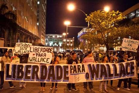 <p>Pris&atilde;o de membros do Black Bloc motivou protestos no Rio de Janeiro</p>