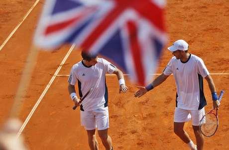 Andy Murray e Colin Fleming comemora vitória britânica na Copa Davis