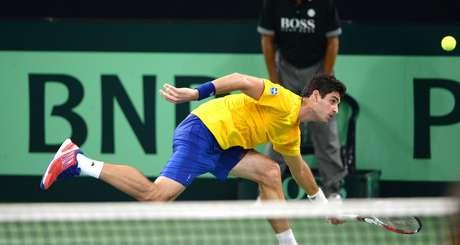 <p>Bellucci se estica, mas não alcança bola em derrota por 3 a 0 para o alemão Daniel Brands na Copa Davis</p>