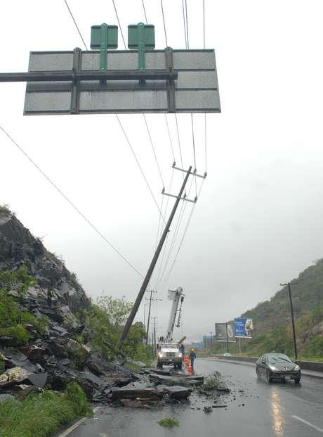 <p>El sector San Jerónimo en Monterrey ha sufrido deslaves a causa de las fuertes lluvias, que hasta el momento han dejado sólo daños materiales</p>