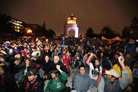 Luego de un programa artístico, maestros de la CNTE dieron el 'Grito de resistencia' en el Monumento a la Revolución.