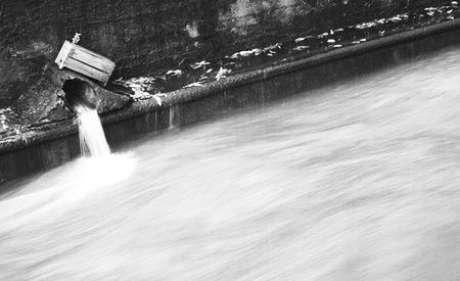 <p>A degrada&ccedil;&atilde;o do rio tamb&eacute;m &eacute; grande em seu trecho Brasil</p>