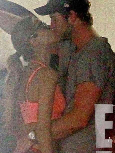 <p>Liam Hemsworth y Eiza González fueron fotografiados in fraganti.</p>