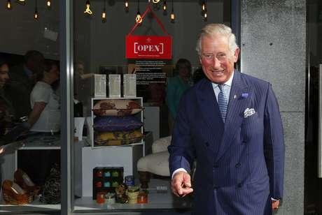 O príncipe Charles sorri durante abertura de loja em Londres no último dia 10