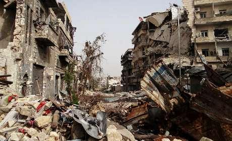 Ruínas de Aleppo, a maior cidade da Síria, em foto de grupo da oposição, feita no dia 19 de setembro