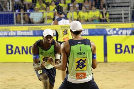 """<p>Evandro/Vitor Felipe atropelaram experientes Ricardo/Márcio, mas serão considerados """"Argentina"""" na grande final</p>"""