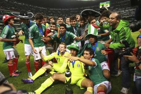 <p>Con sus triunfos en 2005 y 2011, México se instala como el tercer máximo ganador de la justa mundialista.</p>