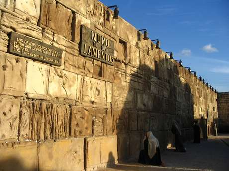 O Parque Tierra Santa leva visitantes a uma viagem de 12 mil quilômetros até o Muro das Lamentações
