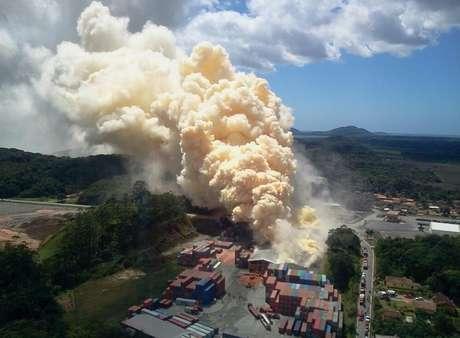 Incêndio em depósito de fertilizantes em São Francisco do Sul, no litoral norte de Santa Catarina, trouxe risco de intoxicação