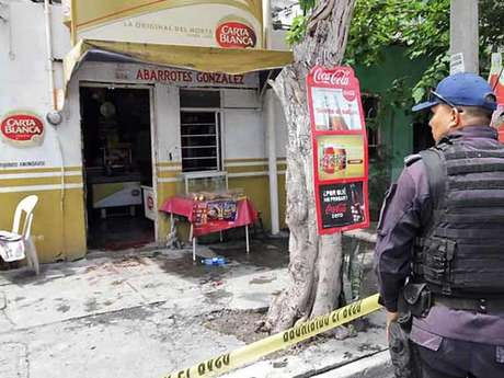 En días pasados, un ataque contra una tienda de abarrotes dejó sin vida a su propietario en la misma colonia donde se llevó la agresión contra los dos jóvenes