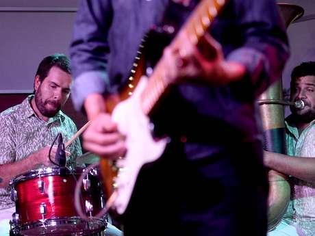 O músico pernambucano Siba foi a atração da primeira das quatro edições especiais do Terra Live Music Natura Musical, nesta terça-feira (1º), nos estúdios do Terra, em São Paulo