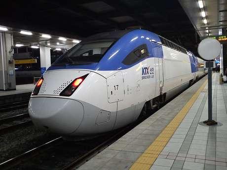 <p>O Sancheon KTX2, na Coreia do Sul, chega a 350 km/h</p>