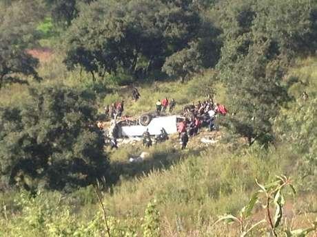 Al lugar llegaron elementos de la Policía Federal y de Naucalpan, así como bomberos municipales y del DF, además de tres helicópteros de rescate.