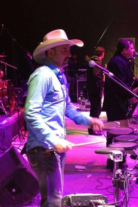 <p>El músico formaba parte de Los Mier, grupo muy famoso en los años 80's,que continúaen el ambiente musical.</p>