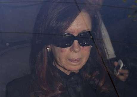 Cristina Chega ao hospital para exames