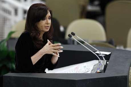 A presidente da Argentina, Cristina Fernandez de Kirchner, fala na 68a Assembléia Geral das Nações Unidas, na sede da ONU, em Nova York. Kirchner vai ficar um mês em repouso por um hematoma numa membrana cerebral, disse no sábado seu porta-voz, o que a obrigará a abandonar a campanha eleitoral a eleições legislativas cruciais para seu governo. 24/09/2013.