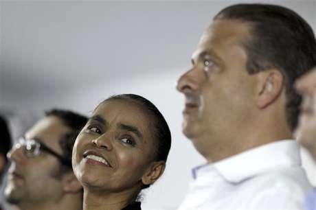 Ex-senadora Marina Silva, que se filiou ao PSB do governador de Pernambuco e presidente da sigla, Eduardo Campos, durante cerimônia em que foi anunciada a decisão em Brasília 5/10/2013. REUTERS / Ueslei Marcelino (BRAZIL - Tags: POLITICS ELECTIONS) - RTR3FMT4.