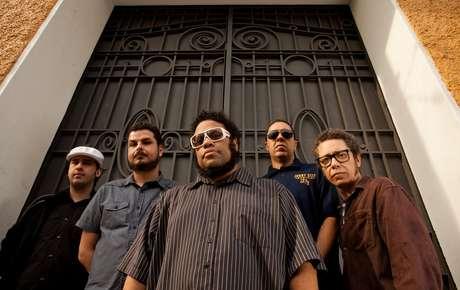 BNegão e o Seletores de Frequência têm dois álbuns: 'Enxugando o Gelo' (2003) e 'Sintoniza Lá' (2012)