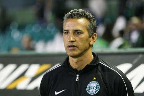 <p>Chamusca comandou Coritiba em 12 jogos, com três vitórias e oito derrotas</p>