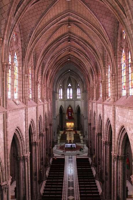 <p>A Basílica del Voto Nacional começou a ser construída em 1883 e foi concluída somente em 1924</p>