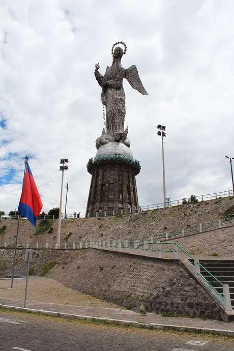 <p>Feita de alumínio,Virgen Alada de Quito tem 45 m</p>