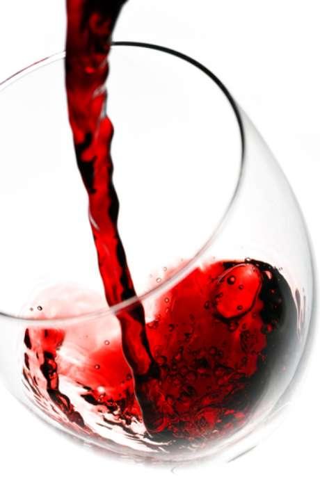 <p>Resveratrol, encontrado no vinho e no chocolate amargo, faz bem para a memória, os olhos e a pele</p>