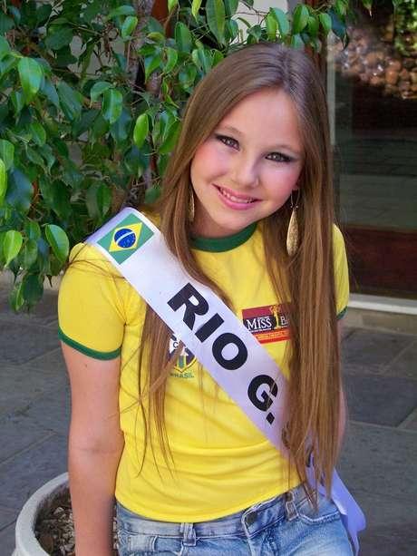 <p>Mirella Scheeffer, 13, se despede das passarelas infantis mas visa ganhar o concurso adulto quando chegar a hora</p>