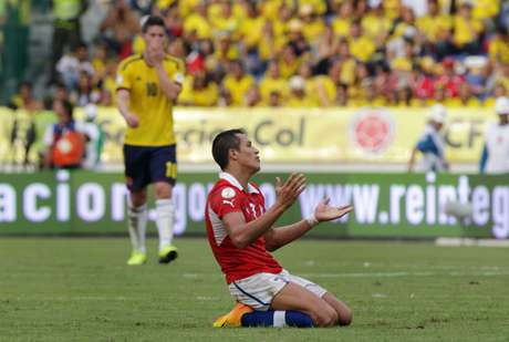 <p>Chile desperdiçou chance de garantir vaga na Copa na noite desta sexta</p>