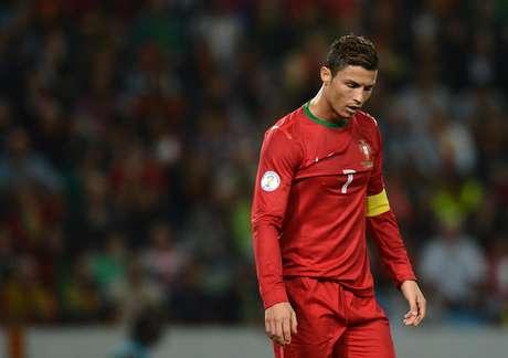 <p>Cristiano Ronaldo lamenta empate sofrido no fim</p>