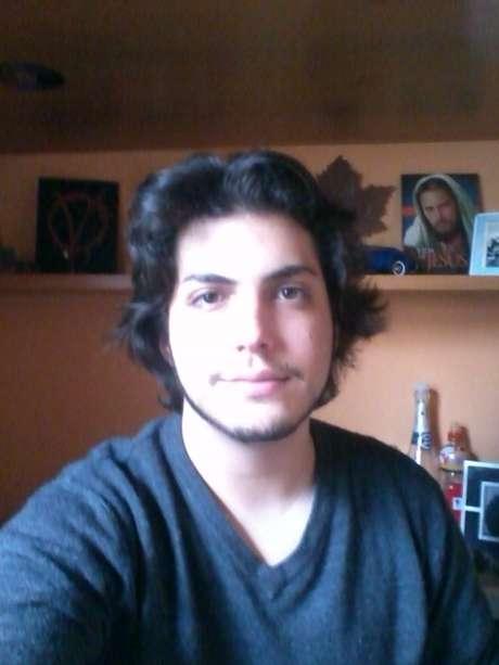 Enquanto esperava para fazer a prova no ano passado, o estudante adventista Kevin Cornetti Oliveira tocou violão e cantou com os colegas da mesma religião