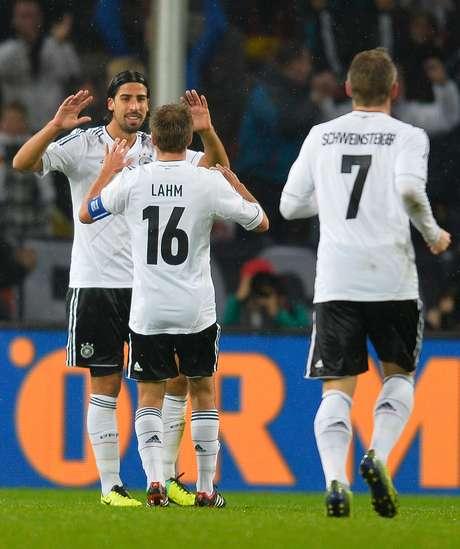 <p>Khedira e Lahm construíram o primeiro gol, após falhas da defesa</p>