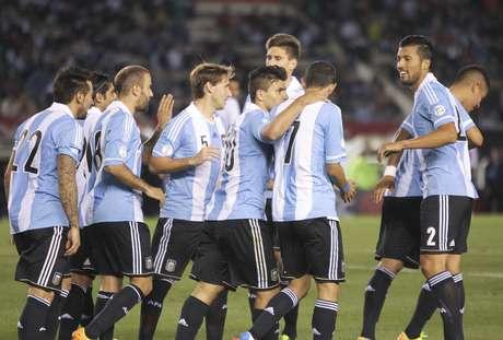 <p>Argentina saiu atrás do marcador, mas virou para vencer com facilidade por 3 a 1</p>